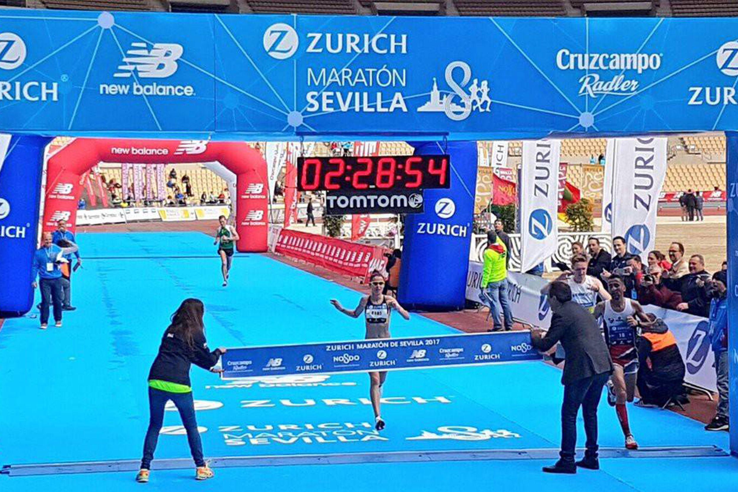 Paula González gana el Zurich Máratón de Sevilla